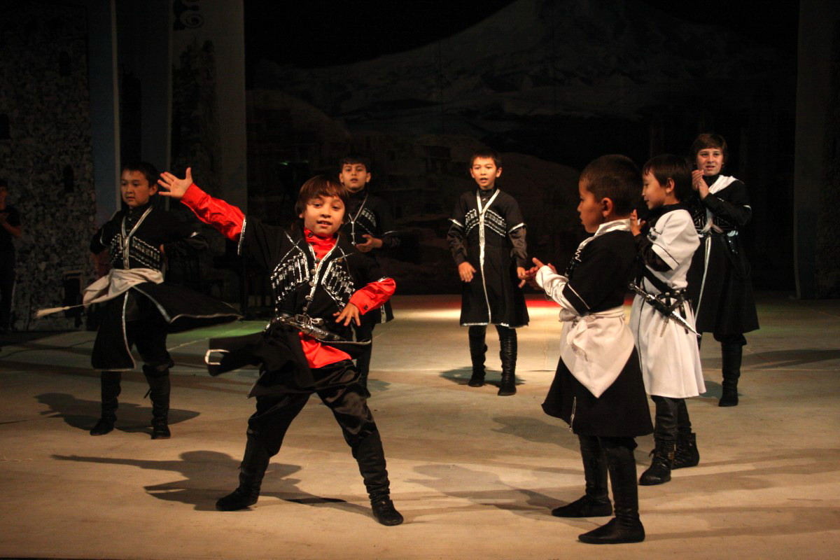 Детские костюмы для кавказских танцев