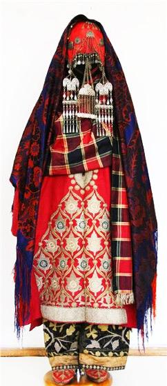 Национальный женский наряд дагестанки
