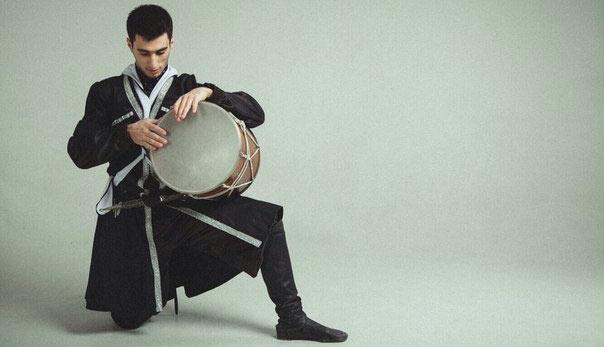 Игра на кавказском барабане